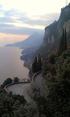 Lake Garda, Italy (according to previous Pinner) Places To Travel, Places To See, Europa Tour, Lake Garda Italy, Toscana Italia, Italian Lakes, Ardennes, Places In Italy, Visit Italy