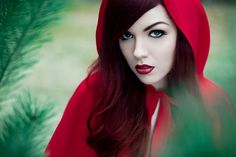 Little red ridding hood Little Red Ridding Hood, Red Riding Hood, Photography Themes, Portrait Photography, Dramatic Photography, Boudoir Photography, Charles Perrault, Pretty Halloween, Red Hood