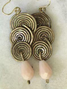 orecchini con gocce di cristallo in ottone anticato