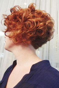 Graduierte Locken - Online Pins For You Short Curly Cuts, Short Permed Hair, Short Curls, Curly Hair Cuts, Permed Hairstyles, Short Hairstyles For Women, Pretty Hairstyles, Curly Hair Styles, Curly Ginger Hair