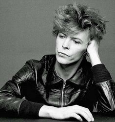 I had the biggest crush on this man while growing up, something to do with him playing Jareth *swoon*... i <3 Bowie