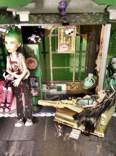 monster high doll house | Monster High Custom Made Doll House - Monster High Photo (21491102 ...