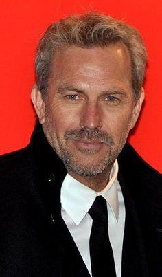 Kevin Costner Césars 2013 3.jpg  Soooo damn handsome^♡^