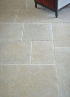 White Hall Tumbled Cotswold tiles with underfloor heating. Flagstone Flooring, Limestone Flooring, Patio Flooring, Kitchen Flooring, Flooring Ideas, Travertine, Hall Tiles, Outdoor Tiles, Underfloor Heating