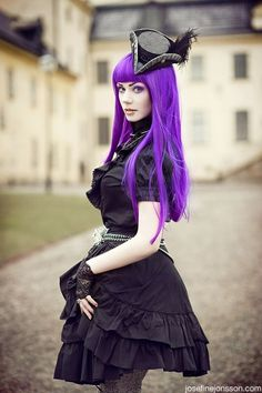 Lila Haare zum Gothic Outfit ,