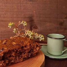 Bolo de maçã com canela perfumando a casa para um café de domingo bem preguiçoso.  #bolo #bolofofo #feitopormim #cake #handmade #cozinhadeverdade #bolobh #igersbolo #igerscake #euquefiz #cakeporn #cakeoftheday #cakestagram #cakelover #amantesdebolo #feitocomamor #feitocomcarinho #feitoemcasa #cookmagazine #cook #rebzanettimeinspira #foodgram #foodfotography #cakeoftheday #foodstyling #pormaisdiascombolo #instacake #feedfeed #f52grams #bhdicas #casaecomida