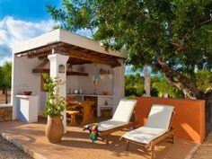 Villa en Ibiza para 2 personas, ideal para escapadas románticas... Villas, Outdoor Furniture, Outdoor Decor, Sun Lounger, Home Decor, Apartments, Flats, Romantic Getaways, Summer Vacations