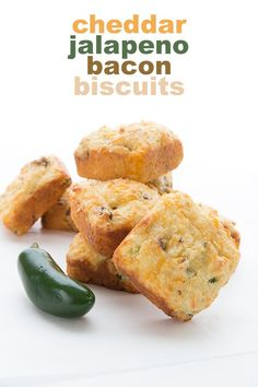 These low carb cheddar biscuits are da bomb my keto friends! Jam packed with cheddar jalapeño and crispy bacon they a. Healthy Low Carb Recipes, Low Carb Dinner Recipes, Ketogenic Recipes, Low Carb Keto, Keto Recipes, Jam Recipes, Burger Recipes, Banana Recipes Low Carb, Healthy Low Carb Snacks