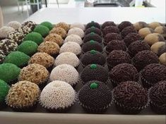 Brigadeiros Brazilian Truffles ~ (idea for decorating them). Delicious Desserts, Yummy Food, Party Sweets, Bake Sale, Mini Cupcakes, Chocolate Recipes, Food Art, Sweet Recipes, Holiday Recipes