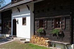 Die Balken der Häuser, in denen Du im Feriendorf Kirchleitn wohnst, atmen die Geschichte aus vierhundert Jahren bäuerlicher Tradition. Näheres unter http://www.kirchleitn.com