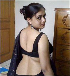 photos hot saree bhabhi removing