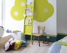 Osez le citron vert dans la chambre d'enfant. Laissez libre-court à votre potentiel créatif avec ces motifs peints sur les murs, comme des arbres rigolos ornés de teintes vibrantes de vert citron.