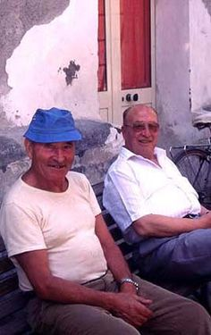 Older Italian men. Does everyone eventually end up looking like these two?:-)