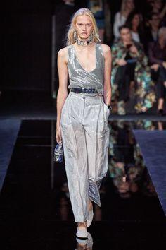 Emporio Armani Spring 2020 Ready-to-Wear Fashion Show - Vogue Fashion Week, Fashion 2020, Runway Fashion, Fashion Brands, Spring Fashion, High Fashion, Fashion Outfits, Women's Fashion, Emporio Armani