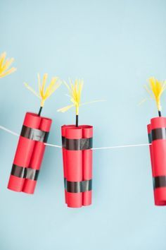 dyno-mite dynamite party garland by chiarabelle on Etsy - Partydeko - Army's Birthday, 9th Birthday Parties, Minecraft Birthday Party, Cake Minecraft, Minecraft Skins, Cumpleaños Angry Birds, Festa Angry Birds, Soirée James Bond, Minecraft Party Decorations