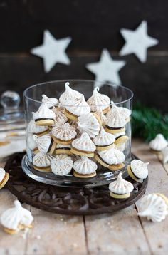 filled meringue shortcrust pastry - Shortbread and meringue cookies Best Holiday Cookies, Holiday Cookie Recipes, Christmas Cookies, Cookies Box, Cookies For Kids, Short Bread, Peppermint Cookies, Shortcrust Pastry, Meringue Cookies