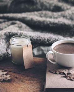 #MachsDirHyggelig Auch an nicht so warmen Herbsttagen kann man sich die Zeit schön gestalten. Einfach mal einen Tag zu Hause verbringen & abschalten! 🍃✨💚 #onloom #myonloom #onloomfrischeswohnen #hygge #hyggelig #autumn #hyggeho Glass Of Milk, Instagram, Tableware, Food, Simple, Homes, Nice Asses, Dinnerware, Meal