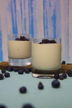 Panna Cotta aus griechischem Joghurt und Blaubeer-Mousse        Juli 3, 2015 Panna Cotta aus griechischem Joghurt und Blaubeer-Mousse