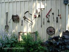 25  Creative Ideas For Garden Fences | Display rusty old tools