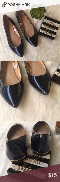 Chic Mossimo Flats Royal Blue & Gold Size 8 Minimalist Mossimo Flats - Size 8 NWT - New Royal Blue color, patent leather point with a gold heal accent. This shoe elevates the style of capri pants, bermudas, or a shorter skirt. Perfect for all year round.    🤔 Please ask all questions ✅Use Offer Button 🚭& 🐶😺🐠Free Home 🚫Trades/Offline Transactions 📦Bundle & Save Mossimo Supply Co Shoes Flats & Loafers