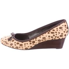 Pre-owned Tory Burch Cheetah Print Ponyhair Wedges (305 PEN) ❤ liked on Polyvore featuring shoes, animal print, round toe shoes, bow wedges shoes, print shoes, animal print wedge shoes and calf hair shoes