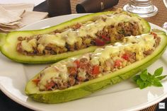 Abobrinhas com carne de jaca Tea Recipes, Smoothie Recipes, Healthy Recipes, Meal Replacement Smoothies, Junk Food, Food Truck, Hot Dog Buns, Quiche, Food And Drink