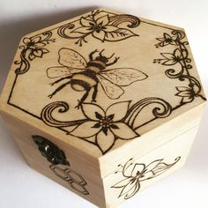 Pyrography Wooden Jewellery Box with Bee and Flower Design, Unique Hexagonal shaped Trinket Box, Honey Bee Gift, Valentines Gift for Her – Wood Burning Pattern Wood Burning Crafts, Wood Burning Patterns, Wood Burning Art, Wood Crafts, Wooden Box Crafts, Wood Burning Projects, Diy Wood, Wood Burn Designs, Wooden Box Designs