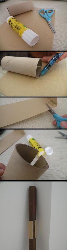Empêcher les rouleaux de papier cadeau de se dérouler et le papier de s'abîmer grâce à un simple tube de papier toilette ! Tutoriel en images. - How to's : paper wrap holder from toilet paper roll.