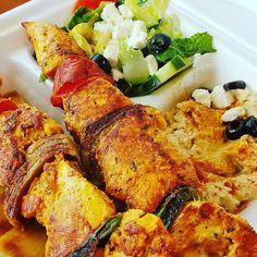 Lunchtime!! Chicken Kabob. ♡ #lunch #chicken #greeksalad #hummus #bemaifoodie