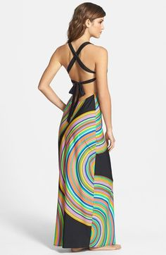 dying over the back of this maxi dress