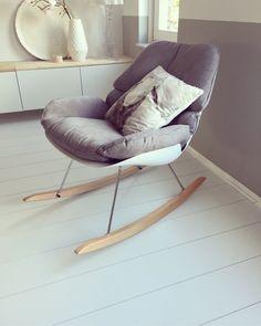 Happy met mijn nieuwe schommelstoel!!!