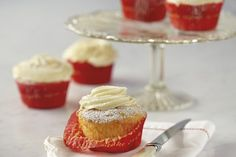 KitchenAid Stand Mixer recipe - Perfect cup cakes with fluffy vanilla icing Small Cupcakes, Large Cupcake, Vanilla Icing Recipe, Vanilla Cupcakes, Stand Mixer Recipes, Stand Mixers, Cup Cakes, Cupcake Cakes, Yummy Treats