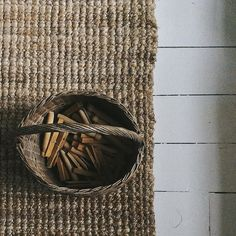 Handmade Rugs, Diy Projects, Basket, Instagram Posts, Pretty, Winter, Winter Time, Handyman Projects, Handmade Crafts