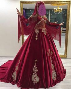 bindalli Red Ball Gowns, Simple Gowns, Fancy Gowns, Hijab Bride, Islamic Clothing, Hijab Dress, Textiles, Indian Bridal, The Dress