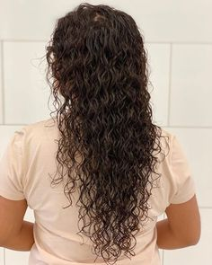 The perfect canvas for envy-inducing curls? Give your long tresses their maximum potentional with these seriously stylish perms for long hair! Long Fine Hair, Long Hair With Bangs, Braids For Long Hair, Perms On Long Hair, Perm On Medium Hair, Perm Hair, Hair Perms, Spiral Perm Long Hair, Long Perm