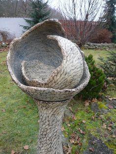 zázemí Succulent Pots, Succulents, Moon Jar, Clay Classes, Hand Built Pottery, Pottery Sculpture, Paperclay, Bird Houses, Garden Art