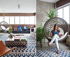 No projeto da arquiteta Julliana Camargo, a varanda foi integrada à sala, mas manteve um visual mais descontraído, com o painel de madeira e...