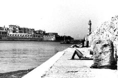 Sunbathing in Chania, Crete in the Old Pictures, Old Photos, Chania Greece, Tree Identification, Crete Island, Old Port, Simple Photo, Modern History, Greece Travel