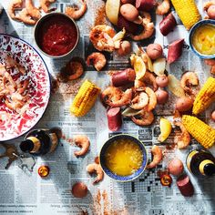 Win Summer With This Low-Country Shrimp Boil How to Make an Easy, Family-Friendly Low-Country Boil to Feed a Crowd in the Summer Crab Boil, Seafood Boil, Fish And Seafood, Seafood Seasoning, Seafood Dinner, Fish Recipes, Seafood Recipes, Cooking Recipes, Corn Recipes