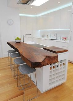 Bar realizat dintr-o scandura masiva din lemn de nuc