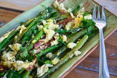 Vleeschwaar vleeswaren recept salade groene asperges ei blauwe kaas bacon chorizo