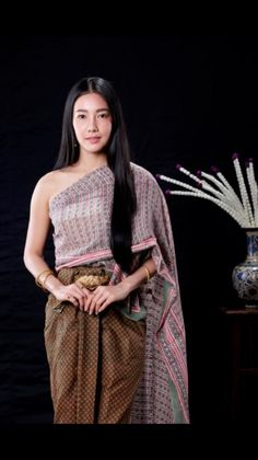 Thailand Outfit, Thailand Fashion, Traditional Thai Clothing, Traditional Outfits, Thai Wedding Dress, Bride Suit, Thai Dress, Ethnic Outfits, Traditional Wedding Dresses
