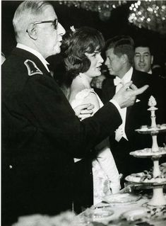 Politics, Paris, France, June French President Charles De Gaulle with American President John Kennedy and his wife Jackie at an Elysee Palace reception Get premium, high resolution news photos at Getty Images Jacqueline Kennedy Onassis, John Kennedy, Cienfuegos, Elysee Palace, 31 Mai, Gaulle, John Fitzgerald, French President, Bruce Lee