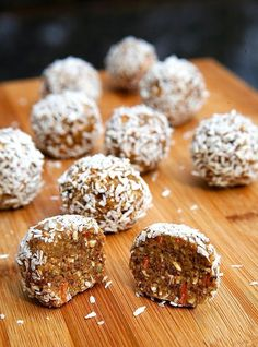 No-Bake Carrot Cake Protein Balls - 17 Beneficial Protein Bites for Weight Loss Raw Food Recipes, Snack Recipes, Dessert Recipes, Cooking Recipes, Bar Recipes, Healthy Recipes, Protein Bites, Protein Snacks, Protein Energy