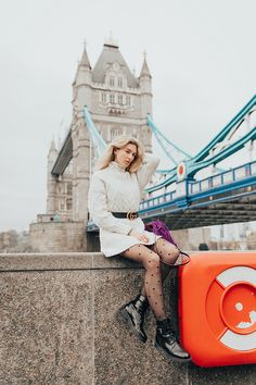 fashion street style photographer photo shoot london tower bridge portrait outdoor spring (26)