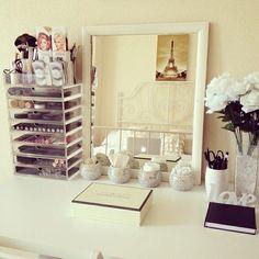 dressing table, white