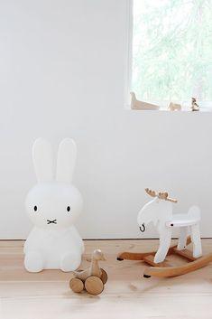 IKEA-älgen vitmålad. Fint!