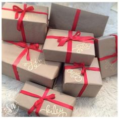 Christmas Gift Wrapping Ideas 2 Best Picture For DIY Gifts for grandparents For Your Taste You are looking for something, … Magical Christmas, Merry Little Christmas, Noel Christmas, Winter Christmas, Christmas Ideas, Elegant Christmas, Good Christmas Presents, Christmas Tree Gold And Red, Christmas Present Ideas For Mom