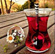 Wine Drinks, Alcoholic Drinks, Good Morning Coffee Gif, Good Morning Beautiful Flowers, Turkish Tea, Coffee Candle, Herbal Tea, Drinking Tea, Tea Time