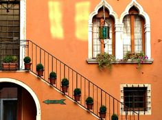 Pic of the Week: Colorful Venice, Italy http://solotravelerblog.com/photo-venice-italy-3/